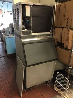 ICE MAKER SCOTSMAN CME656AE-32C ICE MAKER. FRONT COVER HAS BEEN DISASSEMBLED. INCLUDES GENERAL ELECTRIC SMART WATER PURIFIER. 77H X 30W X 36D