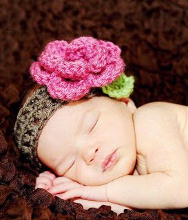 loja-infantojuvenil: Laços e Fitas, detalhes em crochê, Tiaras com flores, Artesã Regina Pacheco