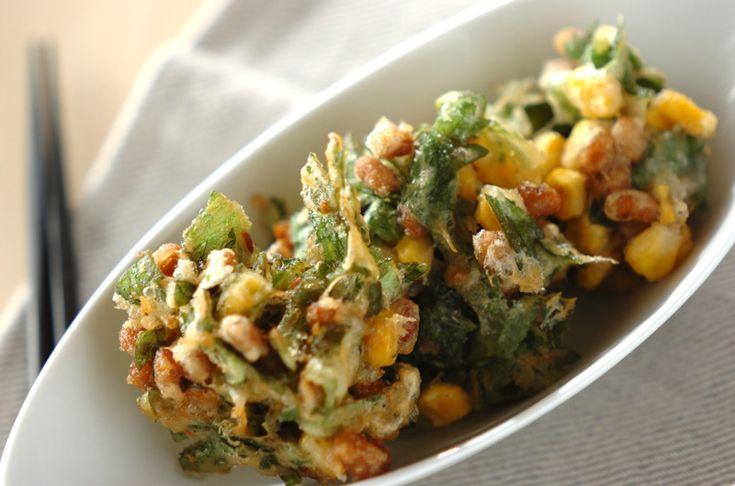 旬の春菊はみずみずしいので、材料を混ぜ合わせたらすぐに揚げ始めましょう。納豆とコーンの落とし揚げ[和食/揚げもの]2013.02.18公開のレシピです。