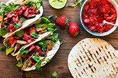 Jordgubbs & chipotle salas med grillad kyckling Tacos