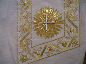 Pureza bordada en oro sobre moaré de seda color blanco realizada para la Hermandad de Jesús Resucitado y MaríaSantísimade la Estrella de V...