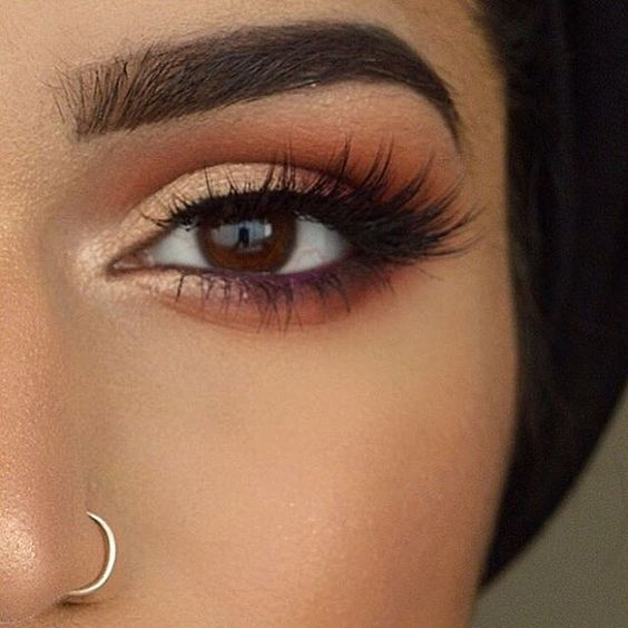 """Fall tones @demureartistry  BROWS: #DipBrow pomade in Ebony and  Clear Brow Gel  EYES: Modern Renaissance Palette (realgar, venetian red, red ochre, Cyprus Umber and Primavera)  LASHES: @shophudabeauty in """"Sasha""""  #anastasiabeverlyhills #modernrenaissance:"""