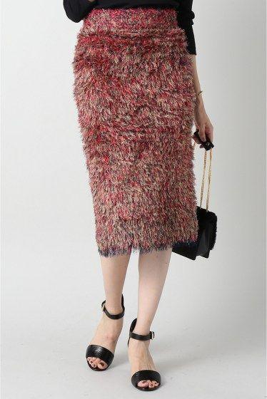 IENA LA BOUCLE フリンジフェザースカート  IENA LA BOUCLE フリンジフェザースカート 39960 2016AW IENA IENA EDIFICE LA BOUCLE IENAとEDIFICEから新しいコンセプトブランドが誕生 コンセプトはありふれた日常にちょっとした非日常を 上質で本物を求める大人の女性男性に向けたコンセプトブランドです IENA LA BOUCLEが提案するのはより大人の女性に向けたワードローブ これまでのIENAにはないビビッドな配色ワンピースやハットのバリエーションは秘めた大人の魅力を引き出します 自分がまだ知らない秘めた大人の魅力に出会える 全く新しいコンセプトブランドです 毛足のある素材感が今年らしいスカート ミックスされたカラーが目を引く主役アイテムです トップスはベーシックなシャツやカットソーを合わせてシックに着こなすのがお勧め 取り扱いについては商品についている品質表示でご確認ください こちらの商品はIENA LA BOUCLE(NEWoMan新宿店でのお取扱いとなります…