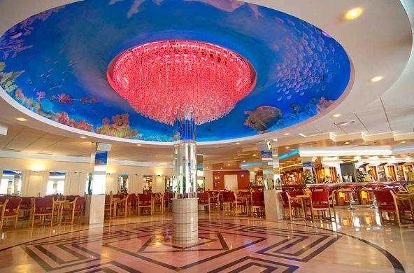 #Hotel Servigroup Calyso en #Benidorm. Espacioso y confortable bar-salón en el edificio principal del hotel. // Spacious and comfortable bar-lounge in the main building.