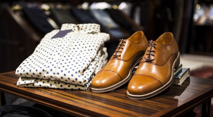 This season we're seeing a ton of two-tone dress shoes in black and blue and so many shades of brown we're obsessing over. Shop our picks for the top 5 best men's shoe trends to help usher in spring 2017.  #shoes #twotone #dressshoe #shades #spring #summe http://www.99wtf.net/men/mens-accessories/tips-buy-luxury-watches/