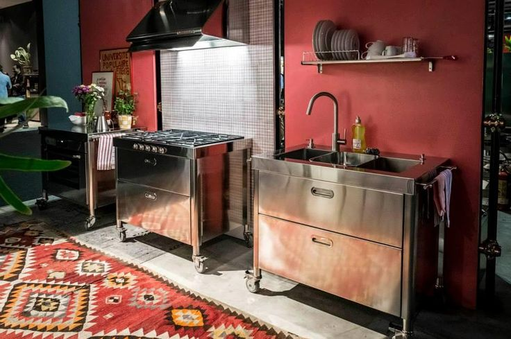 freistehende Küchen aus Edelstahl