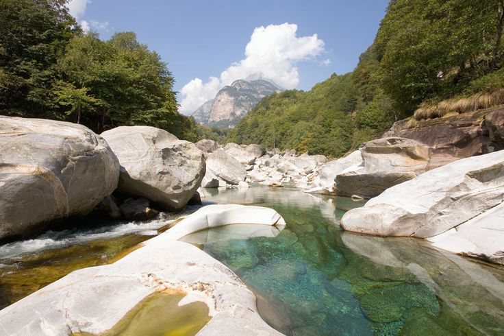 Schweiz, Brione, Verzascatal - Naturpool im Kanton Tessin - kalt :D