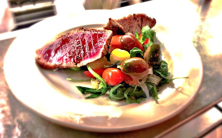 Yellowfin tuna with arugula, heirloom cherry tomatoes & sherry ...