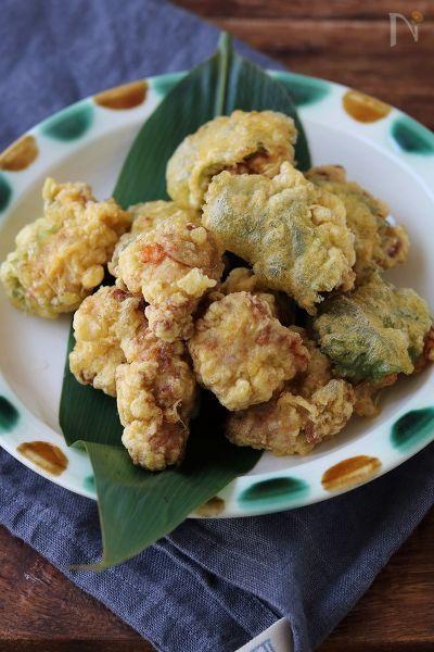 豚肉に生姜の甘酢漬けをたっぷり混ぜ込んで作る、豚(トン)ガリ揚げ。ふんわり柔らかい卵衣で揚げました。