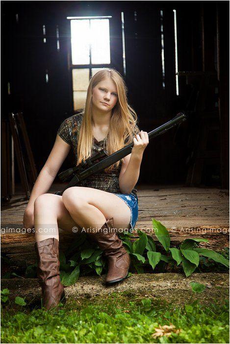 Camo senior pictures with your hunting gun. So cool. #arisingimages #seniorpics #hunter #gun #camo #photoshoot