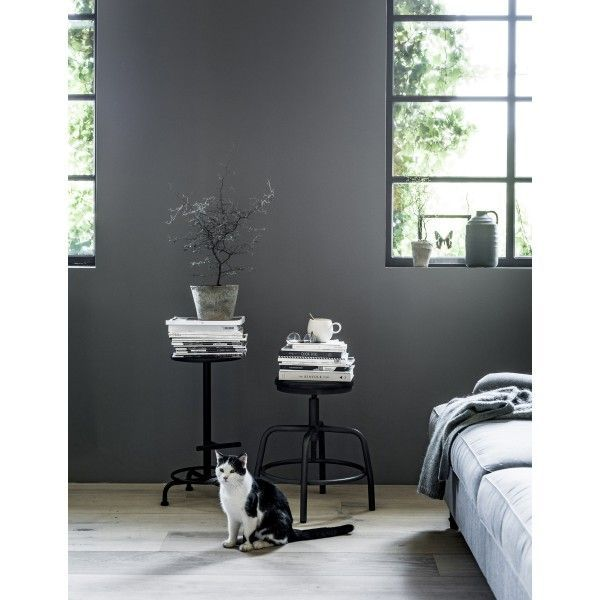 @vtwonen  Spider kruk #spider #kruk #nachtkastje #krukje #metaal #hout #zwart #wit #zitting #spin #design #Flinders