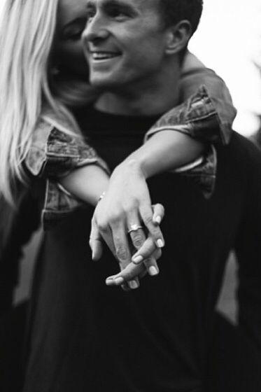 Lovely engagement pic! #verlobung #paar #verlobungsring