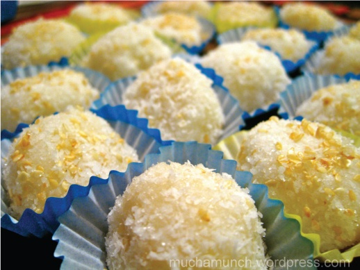 Palitaw - Filipino glutinous rice flour dessert... LOVE ...
