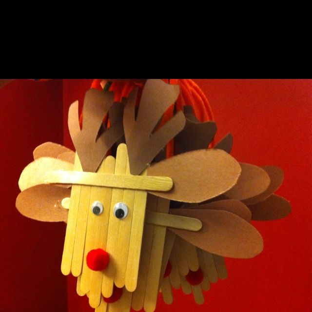 reindeer ornaments made out of popsicle sticks she 39 s