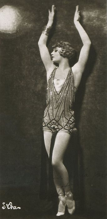 Barbette aka Vander Clyde - 1926 - American female impersonator, high wire performer, and trapeze artist - Photo by Atelier d´Ora - @~ Mlle