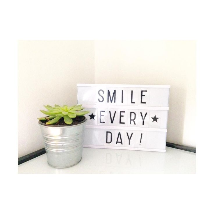 """Good morning Thursday! #Thursday #morning #goodmorning #ourroom #lightbox #bedroom #kenay #cuotes #smile #behappy #interior #design #decor #homedecor…"""