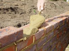 Brick Laying - Brickwork in gardens - Brick Walls and laying bricks in the garden