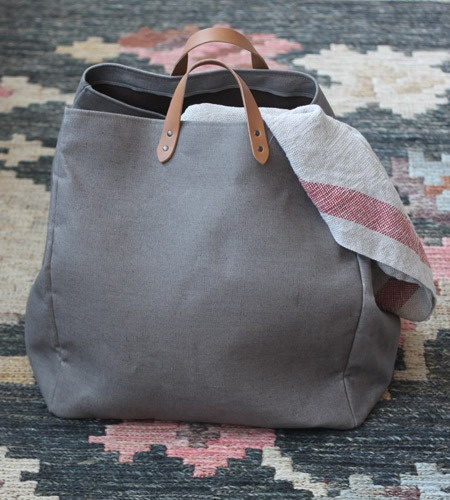 Grey linen with nude leather handles? Yes please!