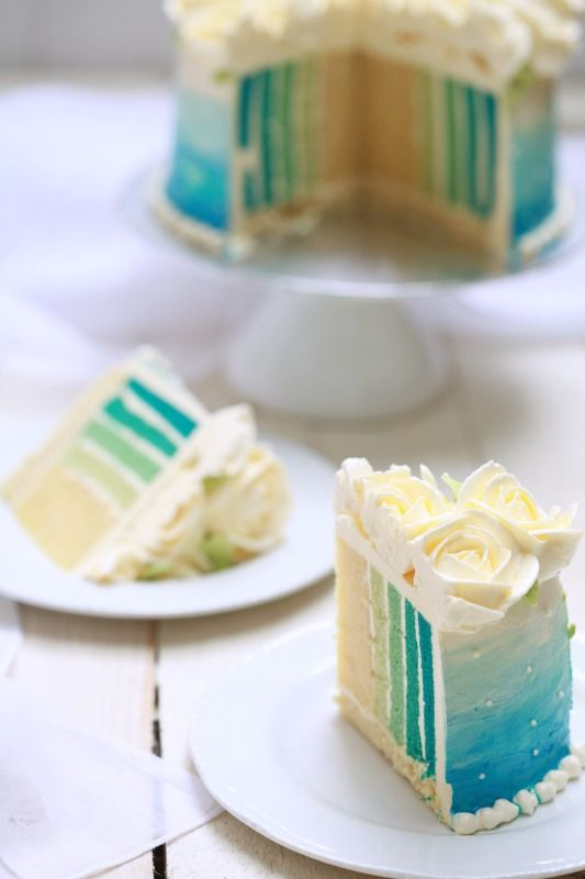 SKY BLUE OMBRE CAKE. Great idea to layer the cake on it's side. I wish the directions were in english.