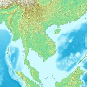 L'Indochine, péninsule indochinoise ou encore Asie du Sud-Est continentale est une péninsule du continent asiatique située au sud de la Chine et à l'est de l'Inde. Elle est entourée à l'ouest par le golfe du Bengale, la mer d'Andaman et le détroit de Malacca et à l'est par la mer de Chine méridionale. Traditionnellement, les bouches du Gange formaient sa limite occidentale. Elle comprend les pays et territoires suivants:  le Viêt Nam le Cambodge le Laos la Birmanie la Thaïlande la Malaisie…