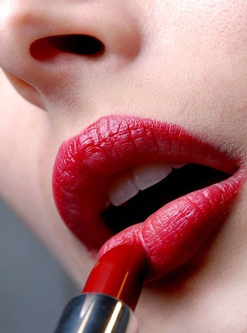 The Perfect Lip Look: 7 Sure-Fire Tips to Apply Lipstick