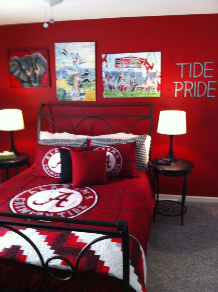 Alabama bedroom ~ RollTideWarEagle.com sports stories that inform and entertain plus FREE Train Deck to learn the rules of the game you love, #CollegeFootball #Alabama #RollTide