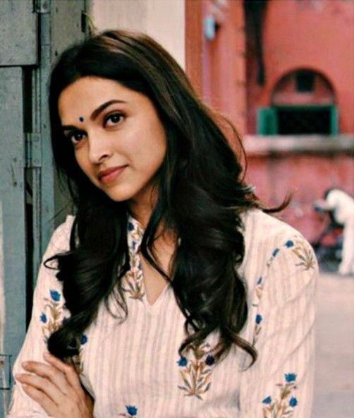 Deepika Padukone's Delhi-Girl Look In 'Piku'.