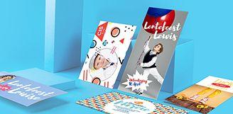 De nieuwe collectie is aan te passen op de website: http://www.flyer.be/communiekaartjes-maken Sleep je eigen foto's in het kaartje, pas de tekst en lettertypes aan en kies kleuren naar wens. De mooiste communiekaartjes voor jongens of meisjes maak je bij ons zelf!