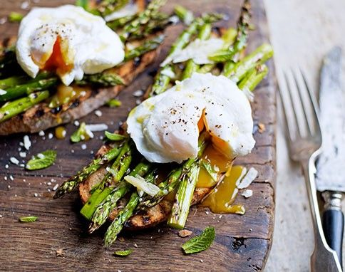 Grilled asparagus and poached egg on toast from Jamie Magazine, Apr/May 2013