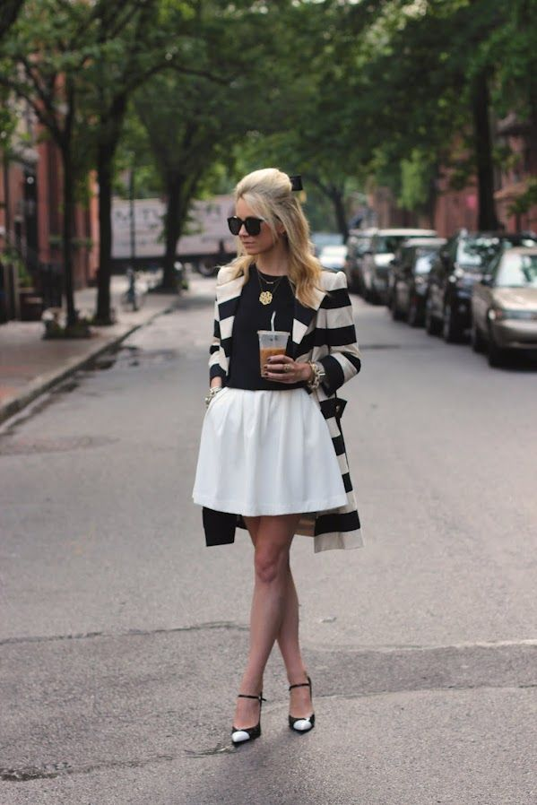 Atlantic-Pacific: Atlantic Pacific, Full Skirts, Street Look, Fashion Chic, Black And White, White Outfits, Fashion Blog, Street Style Fashion, Black White Stripes