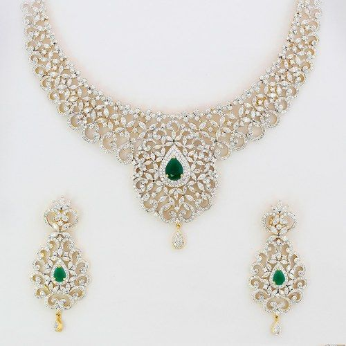 Emeralds and diamonds... Elegant!