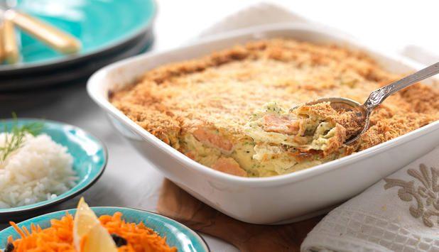 Denne lettvinte og lekre fiskegratengen med laks kan du variere med ulike urter. Lag gjerne en stor porsjon, så kan du fryse resten og spise det en dag du har dårlig tid.