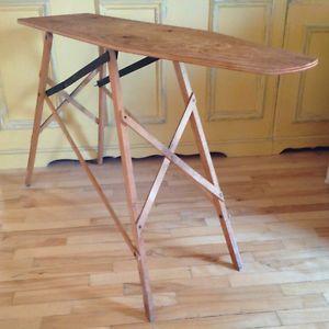 Antiquité. Collection. Très ancienne planche à repasser en bois