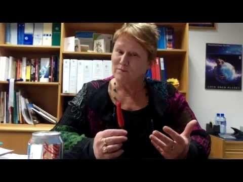 Nicole Lawder MLA takes on the Chilli M.E. Challenge - YouTube