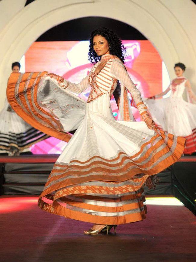 Model Noyonika Chatterjee displaya a beautiful creation by designer Rohhit Verma. #Style #Fashion #Beauty