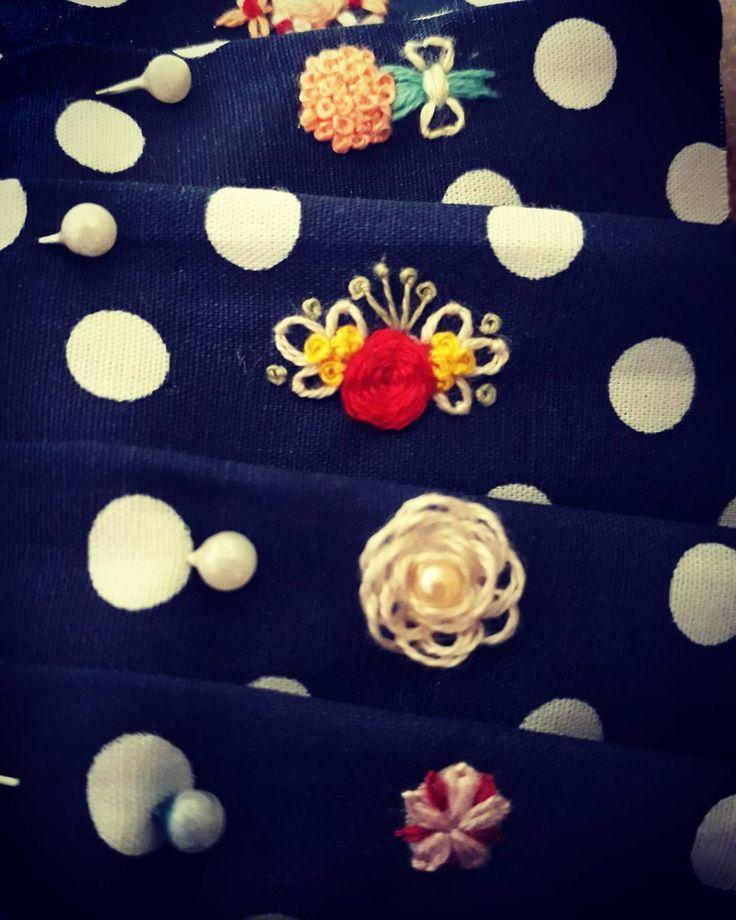 """30 curtidas, 1 comentários - Um Pontinho (@umpontinhobordados) no Instagram: """"Flores: grandes inspirações. ❤❤❤ #umpontinho #bordado #embroidery #flowers #flor #handmade…"""""""