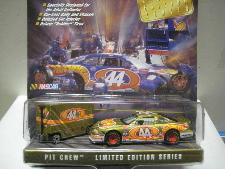 HOT WHEELS RACING LIMITED EDITION PIT CREW SET WITH TOOL BOX MINT ON CARD