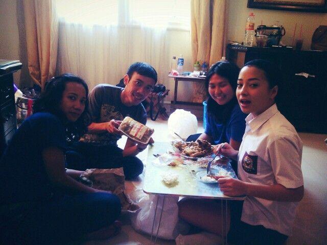 Nikita Willy (actress, singer, model) enjoying her lunch with delivery order from Warung Nasi PEDESSS Tuturipah, Jl. Arteri Pd. Indah Komplek Kodam P17 (samping BRI) Jakarta Selatan