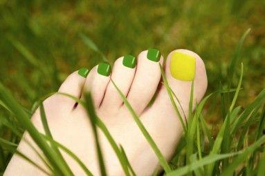 Dažniausiai pastebėję šiek tiek pageltusius kojų nagus žmonės numoja ranka: atseit, nieko svarbaus. Moterys tokiu atveju ieško nagų balinimo priemonių, …