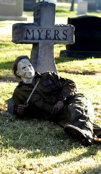 Michael Myers ~ I've gotta make this!!!! I know is would freak me out everytime I looked outside!!!!