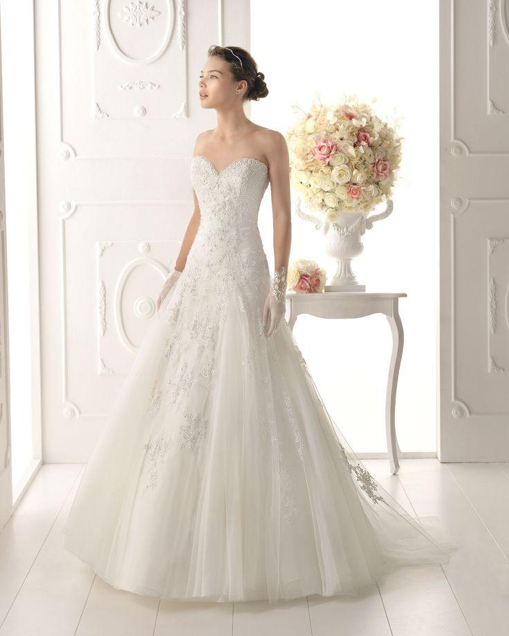 Ofelia Gorgeous lace work with a princess cut!