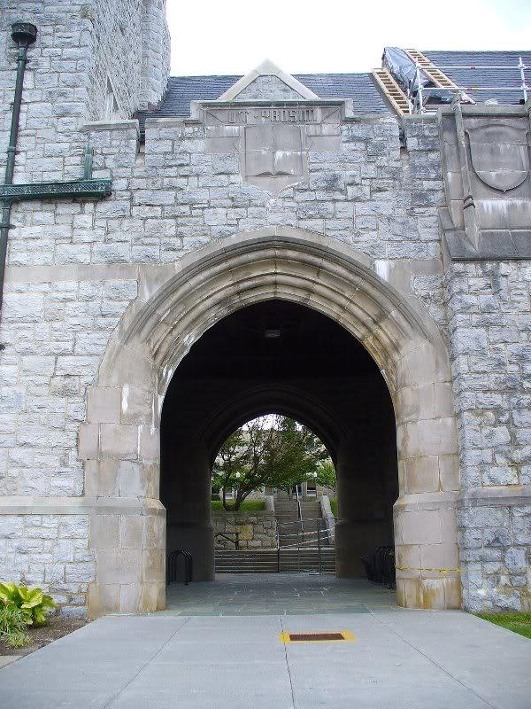 Virginia Tech East Campbell Tunnel Ut Prosim Yoho