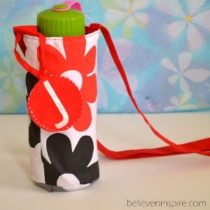 One-Hour Water Bottle Bag - This easy sewing project will help you keep your H20 by your side all day conveniently and stylishly. This would make a great homemade gift for a runner or outdoors enthusiast.