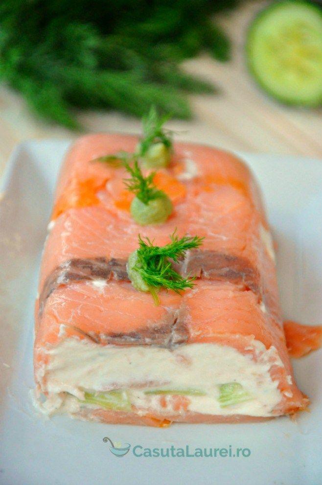 Rulada de branza cu somon, un aperitiv usor, aspectuos si delicios.