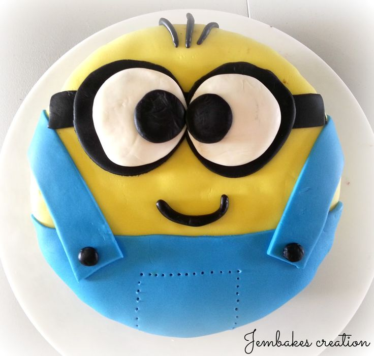 Easy Minion Cake Images : 1000+ images about Blue and Gold Cakes on Pinterest Cake ...