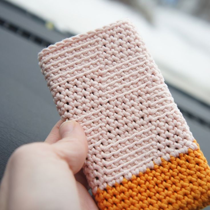 I like this stitch......Crochet iPhone 4 cover // hæklet iPhone 4 cover