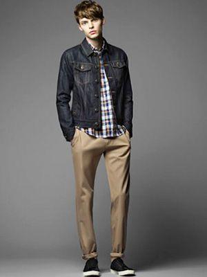 デニムジャケットのメンズ(男性)向け着こなし・コーディネート術。デニムジャケットを使った様々な着こなし方を、ファッションスナップ、人気ブランドのルックブック、海外セレブやファッションアイコンのスタイルをもとに紹介しています。