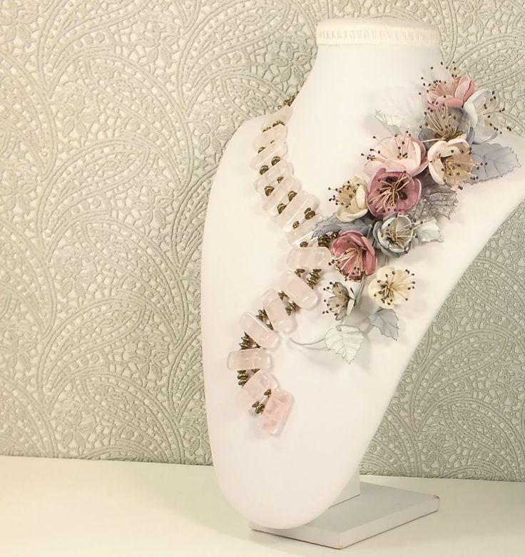 Купить Дымная Сакура. Колье из розового кварца и съёмный цветочный декор - комбинированный, серый, белый