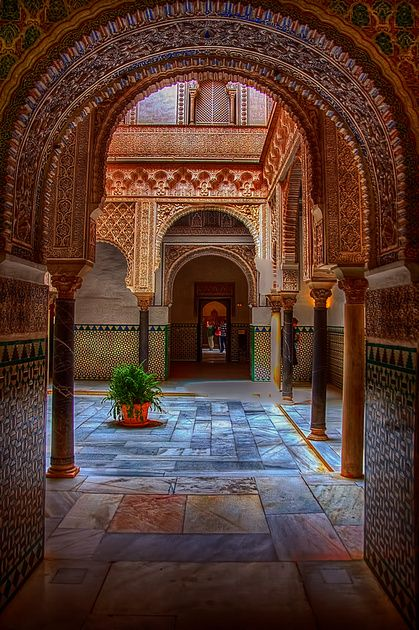 [Arcos moriscos en el Alcázar, Sevilla, España] » Moorish arches in the Alcazar, Seville, Spain.