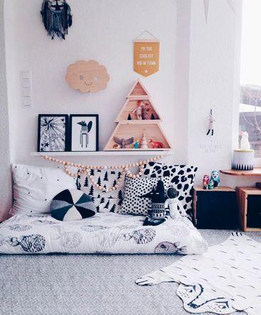 Figura clássica da cultura oriental, o futon é um tipo de colchão que conquistou os lares ao redor do mundo. Feito por um shikibuton (colchão interior), um kakebuton (edredom) e uma makura (almofada), sua praticidade e estilo são ideais para diversos ambientes de convivência, como a sala e o quarto.